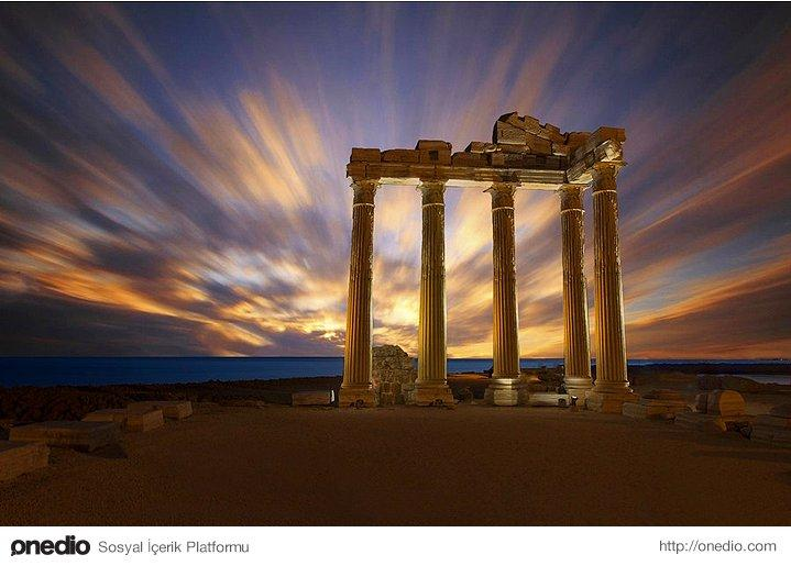 Apollon Temple - Side